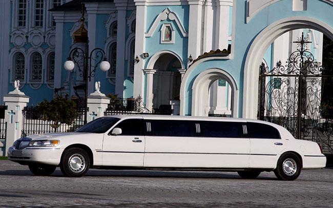 Аренда Лимузин Lincoln Town Car на свадьбу Харків